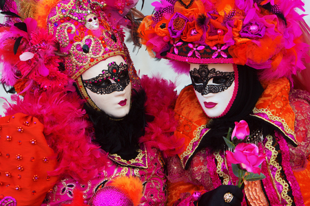 guise: picture of women with masks at Venetian Carnival