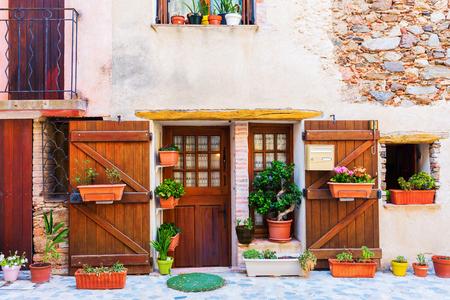 美しい街サン ・ ポール ・ ド ・ ヴァンス、プロヴァンス、フランスの古い家 写真素材
