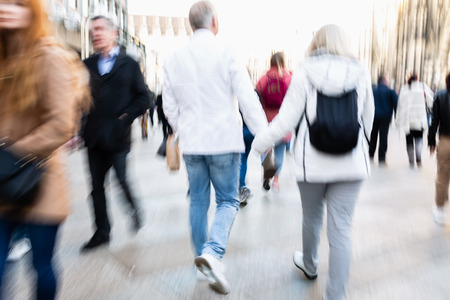 picture of people walking on a street in the city, with camera made motion blur effect Zdjęcie Seryjne