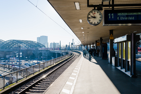 Cologne, Germany - February 16, 2019: platform at the main station of cologne, with unidentified people. With daily 280,000 travelers the station is one of the busiest stations in Germany Publikacyjne