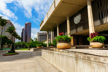 Honolulu, Oahu, Hawaii - November 04, 2019: Hawaii State Capitol in Honolulu. It is the official statehouse or capitol building of the U.S. state of Hawaii 報道画像