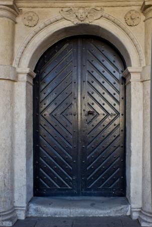 Old wooden door Stock Photo - 16984530