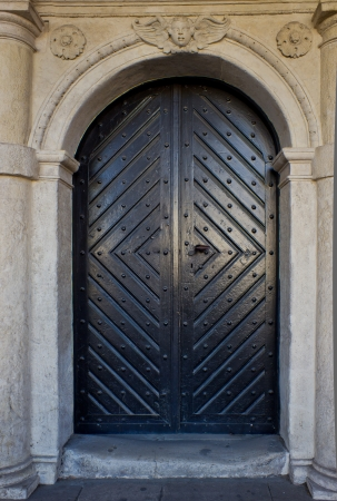 Old wooden door Stock Photo - 16984530
