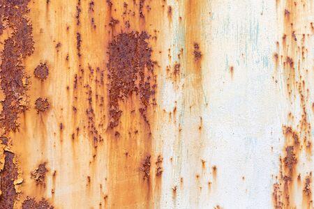 Ancienne texture en métal peint avec des traces de rouille et de fissures.