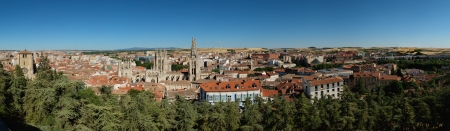 apartmant: Panoramic view of Burgos with Cathedral and fields at the background