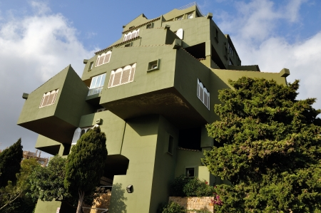 xanadu: Famous architectural monument - Edificio de Ricardo Bofill - Xanadu - hidden behind the trees Editorial