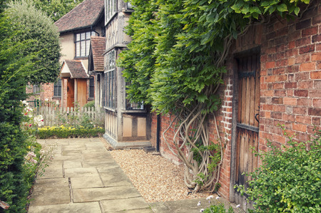stratford: Garden of the cottage where playwright and poet William Shakespeare was born. Tourists major attraction in Stratford upon Avon, UK Stock Photo