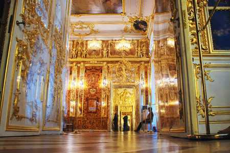 selo: ST.PETERSBURG, RUSSIA - JANUARY 12. 2015: Interior of Catherine Palace - former summer residence of the Russian tsars. One of the rooms with decoration through the open door Editorial