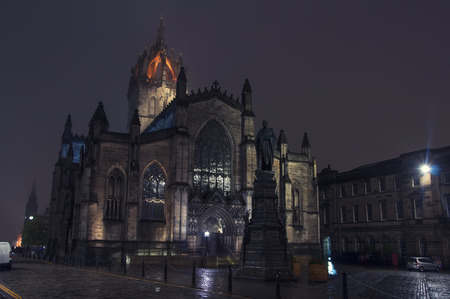 giles: St Giles Cathedral at night in Edinburgh, Scotland