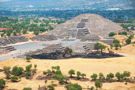 cultura maya: Pirámide de la Luna, Pirámides de Teotihuacan, México. Excelente ejemplo de la cultura maya
