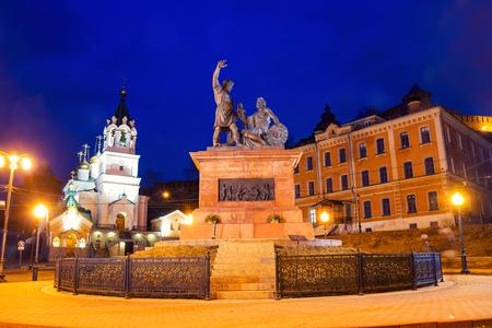 novgorod: Minin and Pozharsky monument near Kremlin at night in Nizhny Novgorod, Russia. Lighted street lamps and snow. Stock Photo