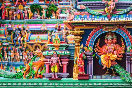 첸나이, 인도. 첸나이에서 유명한 Arulmigu Kapaleeswarar 사원의 종교적 인물의보기 닫기 타밀 나 두, 인도의 수도