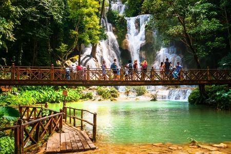 ラオス、ルアンパバーンの国光客運の Si 滝 写真素材