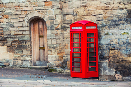 Stratford upon Avon, Royaume-Uni. Cabine téléphonique rouge britannique Banque d'images - 80478444