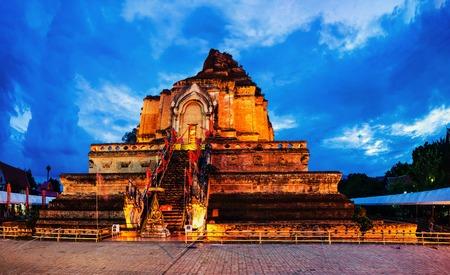 Illuminated Chedi Luang Pagoda at Wat Chedi Luang Temple in Chiang Mai, Thailand 写真素材