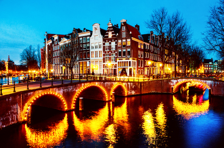 Night view of canals and bridges in Amsterdam, Netherlands 스톡 콘�츠