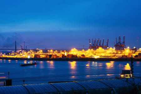 Port of Hamburg on the river Elbe in Germany in the morning Imagens