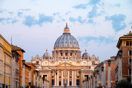 Vatican City. Sunrise over the St. Peters Basilica in Vatican City. Morning at the most famous landmark, empty of people street, cloudy sky. Stockfoto