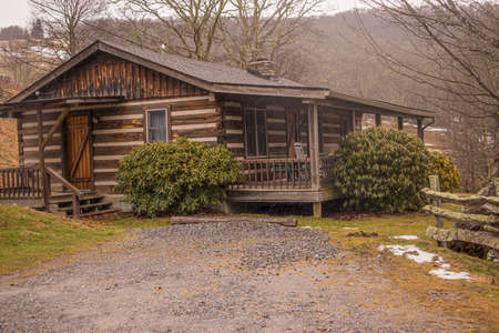 Maggie Valley log cabin rental in the mountains during the winter 2020 side view