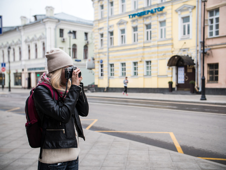 lifestyle portrait of beautiful young woman in the city with old camera travel photo Stok Fotoğraf