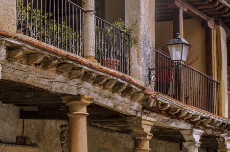 baranda para balcon: They still resist the old timbers of the balcony of the medieval village of Ayllon. Segovia, Spain