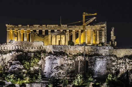 Close-up of the illuminated parthenon and the hill of the Acropolis athens greece 스톡 콘텐츠