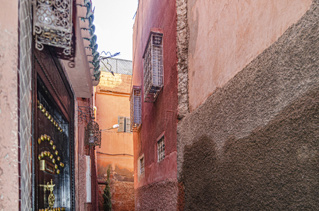 one of the thousands of alleys in the center or medina of the Islamic city of Marrakesh where riads abound. morocco africa 版權商用圖片