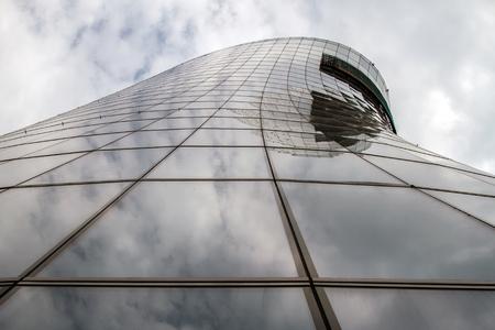 Haus Im Bau In Der Stadt Moderne Gebaude Aus Glas Lizenzfreie Fotos