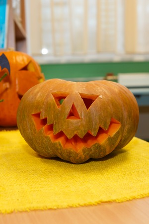 Pumpkin for Halloween, holiday is celebrated October, eve of all saints Day. Trappings of Halloween in a pumpkin head with a candle inside. Main symbol of the holiday is the Jack. Jack-o-lantern. Banque d'images