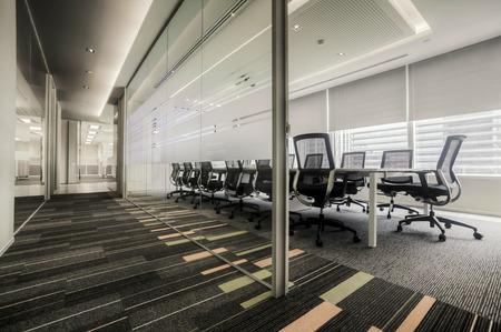 sala de reuniones: Vector de conferencia y sillas en la sala de reuniones