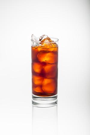 氷茶白で隔離のガラス