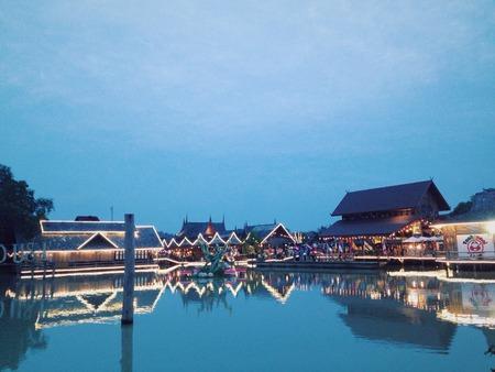 march� flottant: Pattaya Floating Market Editeur