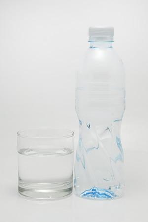 transparente: botella de agua potable