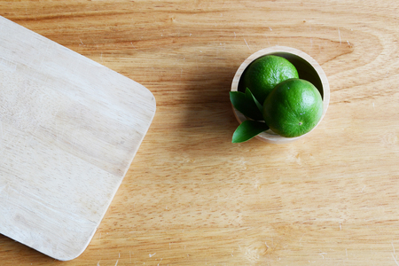 dring: Lime on wooden table