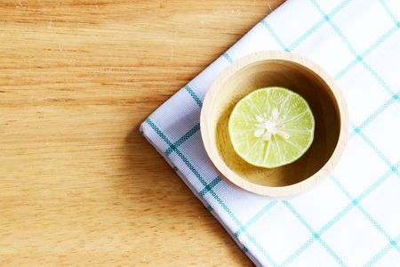 dring: Half lime on wooden table