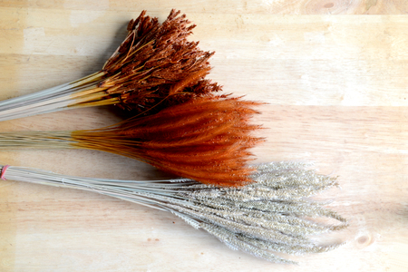jag: bundles of dried grass on wood