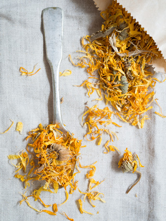 pot marigold: Dry calendula officinalis (pot marigold).