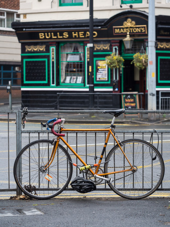 britan: Bike parked close to a tipical English pub in downtown of Manchester, Great Britan Editorial