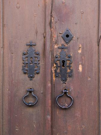 オビドス、ポルトガルの古い茶色の木製のドア 写真素材