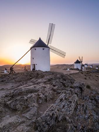 mancha: CONSUEGRA, SPAIN - JULY 29, 2017: Windmills (molinos) in Consuegra, Toledo Province, Castilla La Mancha, Spain, at sunset. Editorial