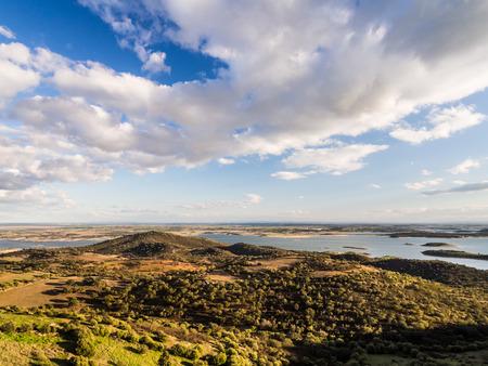 アレンテージョ地方のモンサラズに隣接するアルケバ湖、ポルトガル