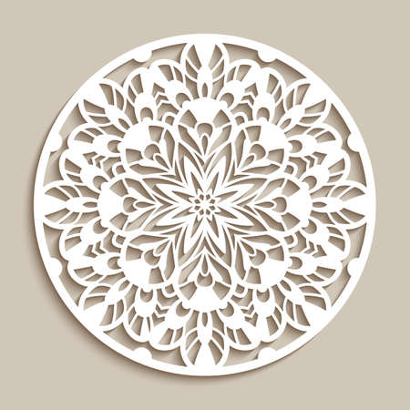 Round lace doily, cutout paper floral ornament, mandala pattern, vintage circle decoration on beige background, template for laser cutting Vettoriali