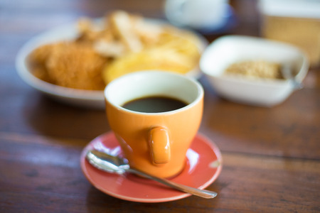 Cup of coffee on the wood table Zdjęcie Seryjne - 35528000