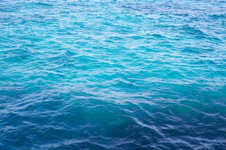 blue turquoise: Agitando el cielo azul turquesa