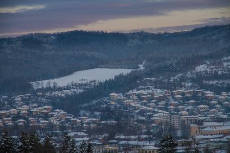 The village Tryavna in winter. Sunset Reklamní fotografie