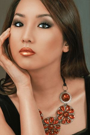 素敵な化粧と一致する宝石のかなりアジアの女性 写真素材
