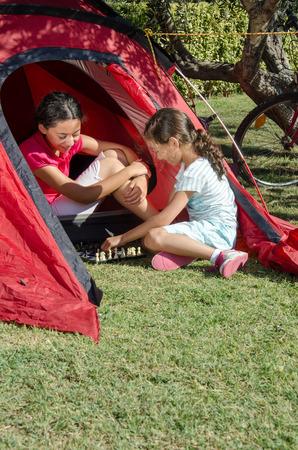 jugando ajedrez: jugar al ajedrez en el campamento
