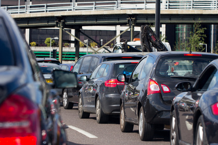 mermelada: El tráfico pesado en una carretera de Londres Un