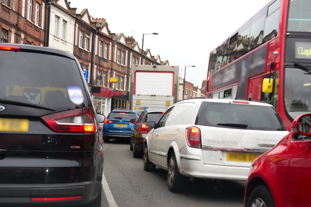 Heavy traffic on a London road Imagens