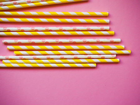 bright paper straws on a bright background . Summer background Imagens - 124962292